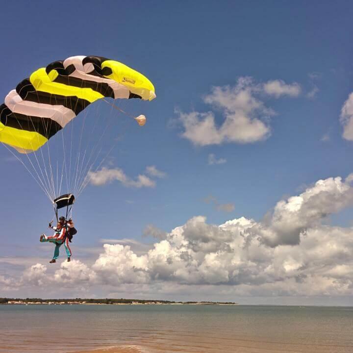 Altitude Parachutisme - Saut en parachute tandem Île de Ré